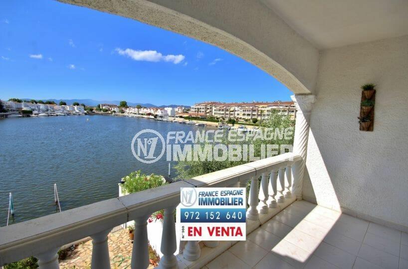 appartement a vendre empuriabrava, amarre,terrasse avec magnifique vue sur le lac