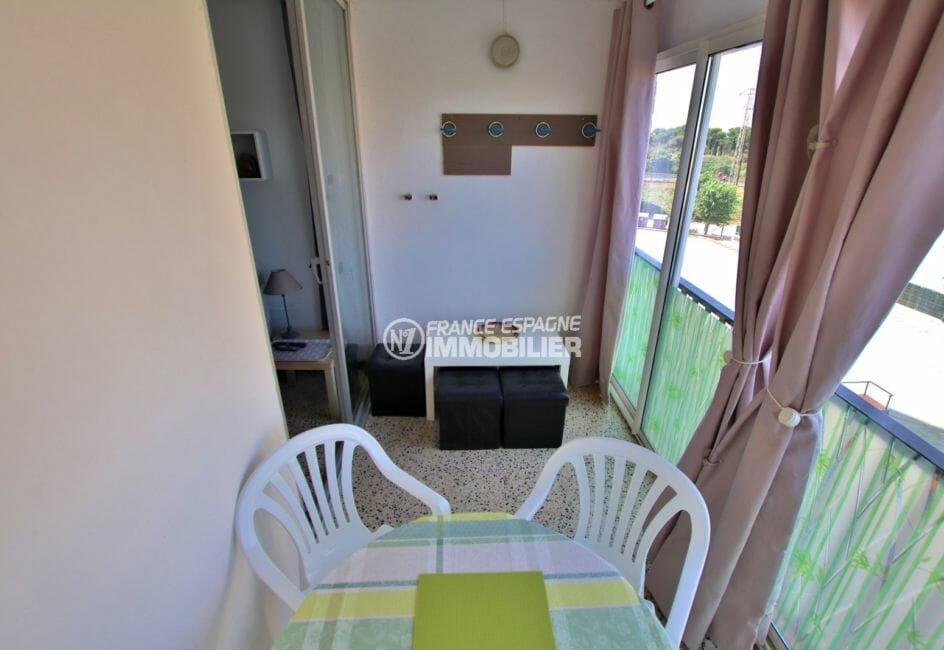 agence immobiliere empuriabrava: appartement 33 m², terrasse véranda aménagée coin repas et détente