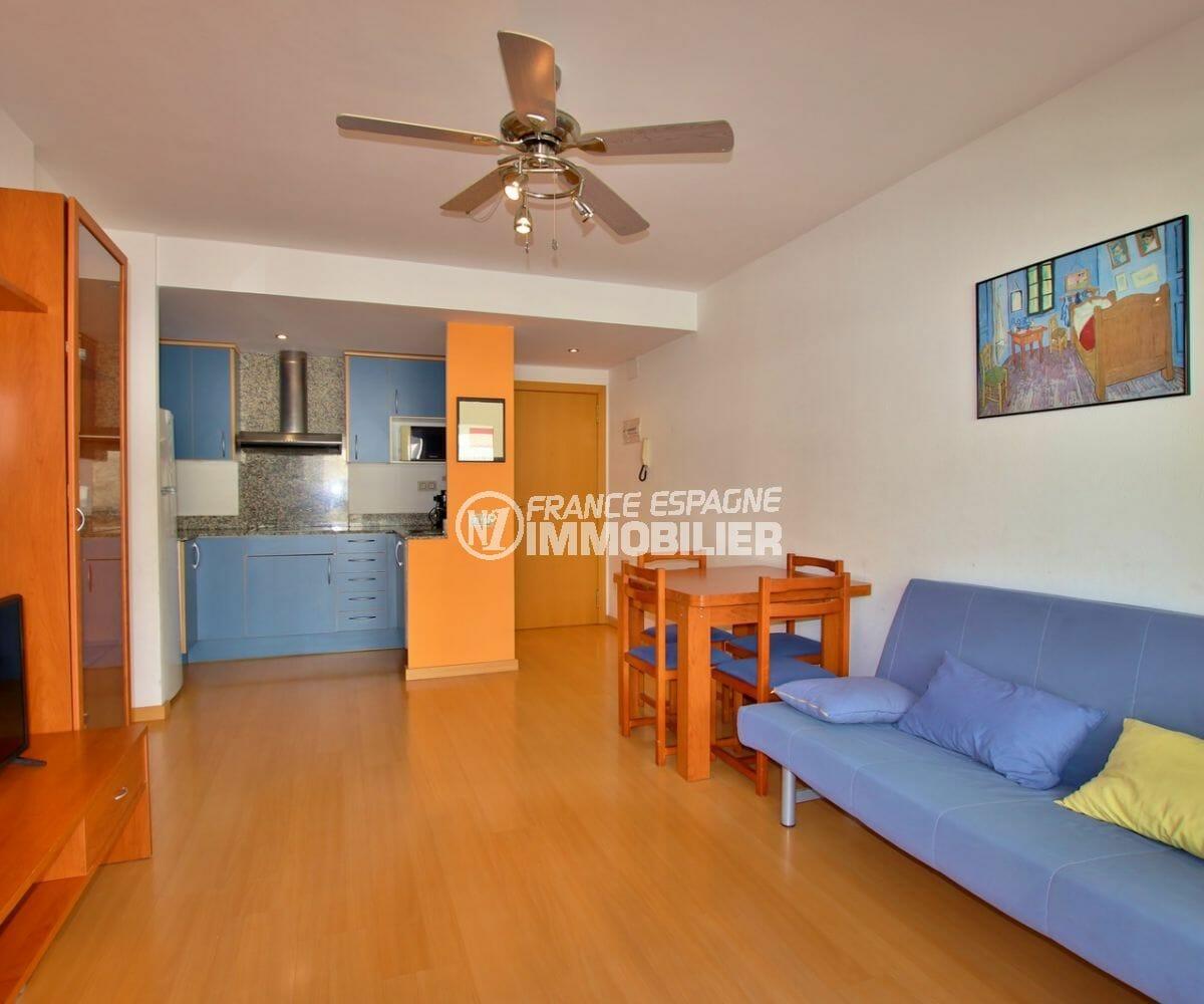 vente appartement rosas, piscine, salon / séjour avec cuisine ouverte