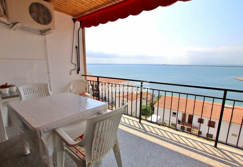 vente appartement rosas, proche plage, terrasse de 8 m²  accès au salon