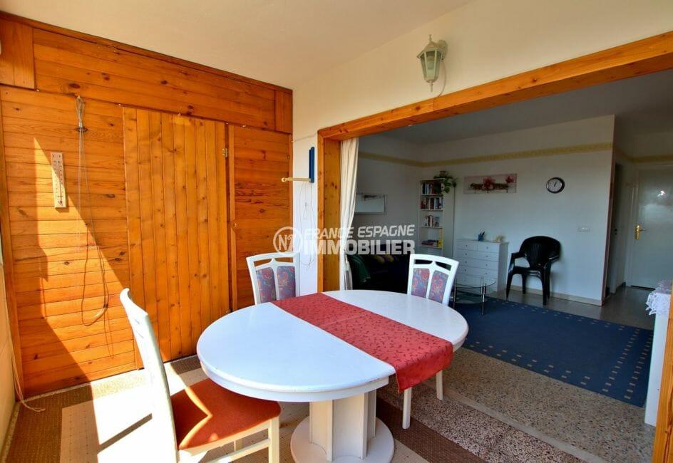 vente appartement rosas, vue mer, terrasse véranda coin détente ouverte sur le salon