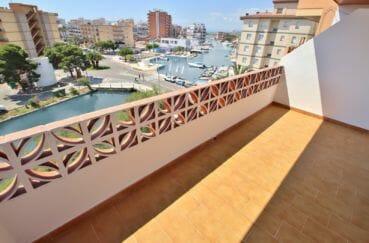 immobilier rosas: appartement 34 m², terrasse de 9 m² avec vue sur la marina