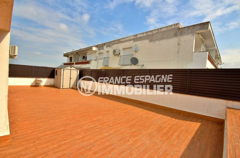 appartement a vendre empuriabrava, proche commerces, grande terrasse 100 m² avec rangaments