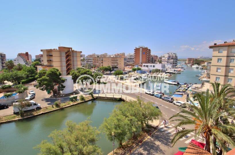 appartement a vendre rosas, piscine, vue sur la marina depuis la terrasse accès salon