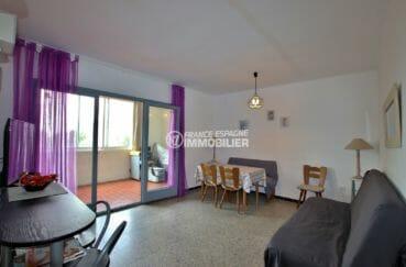 immo roses: appartement 54 m², salon / séjour avec cuisine ouverte accès terrasse véranda
