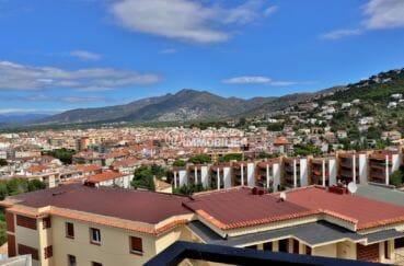 immo roses: appartement 87 m², paysage dégagé sur la mer et les montagnes depuis la terrasse