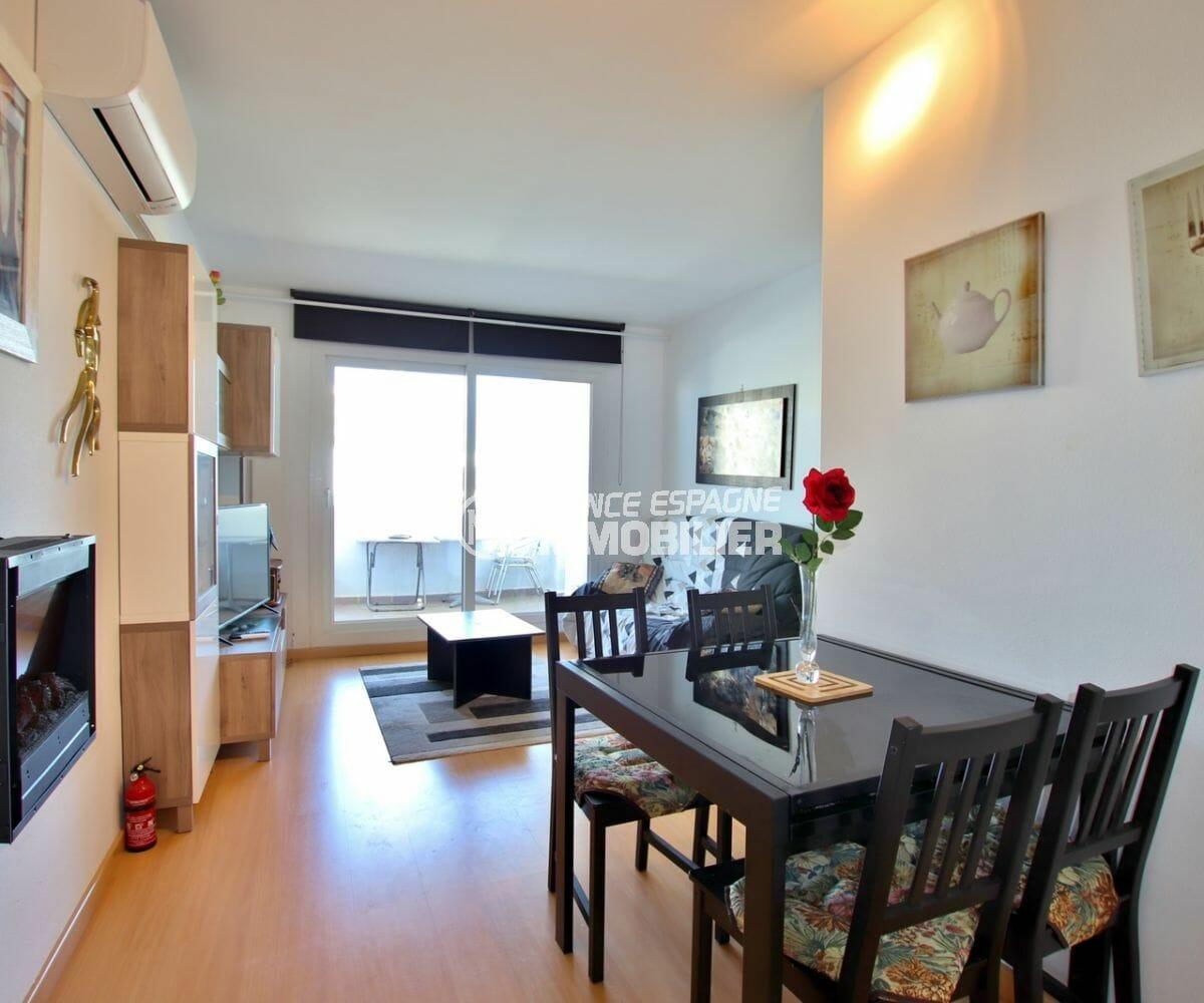 agence immobiliere costa brava: appartement 60 m², salon / séjour coin repas et rangements