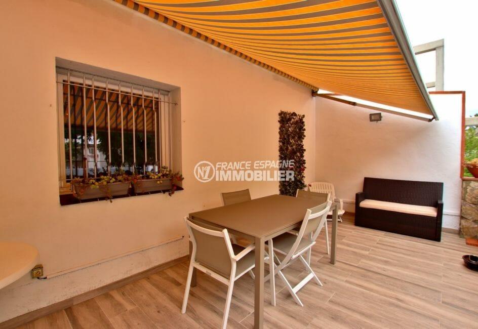 agence immobiliere costa brava: villa 215 m², terrasse avec coin détente aménagé