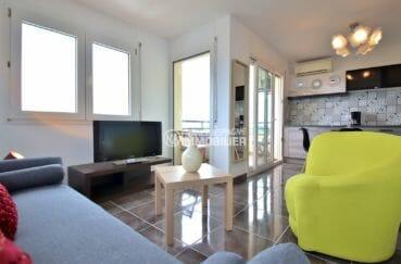agence immobilière costa brava: appartement 53 m², salon / séjour avec rangements