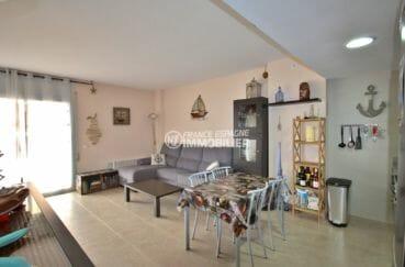 agence immobiliere costa brava: appartement 57 m², salon / séjour lumineux accès terrasse