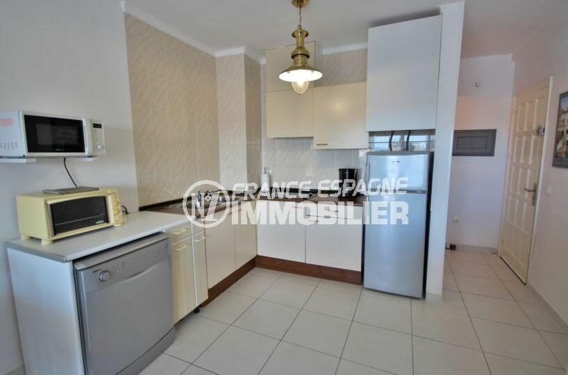 immo empuriabrava: appartement 53 m², cuisine équipée ouverte sur le salon
