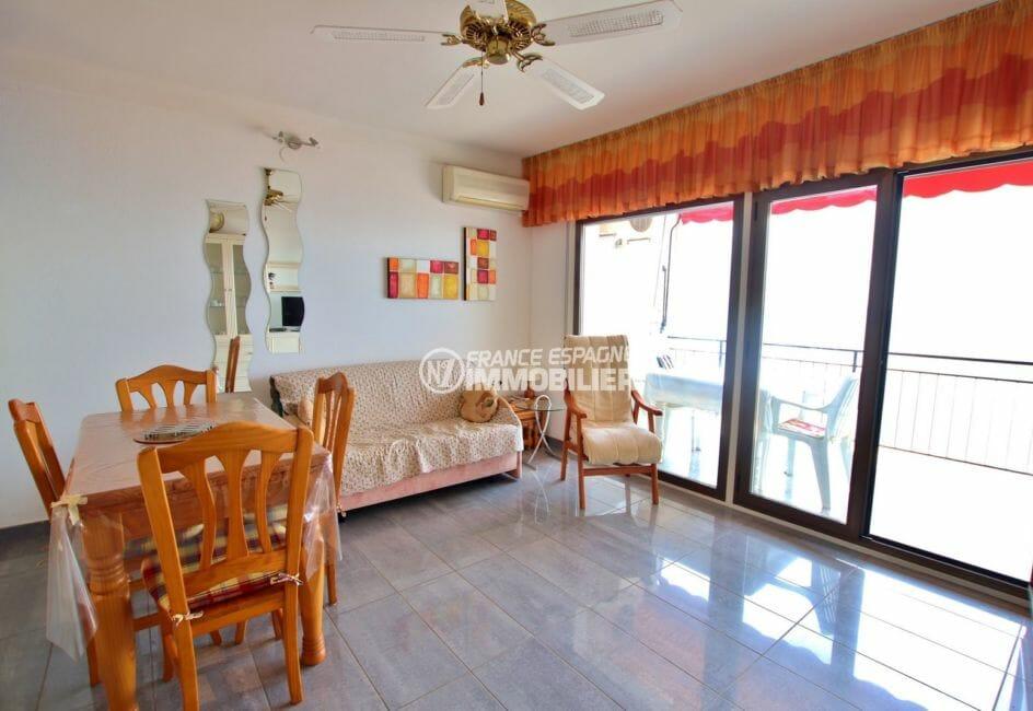 agence immobiliere costa brava: appartement 48 m², salon / séjour avec accès terrasse