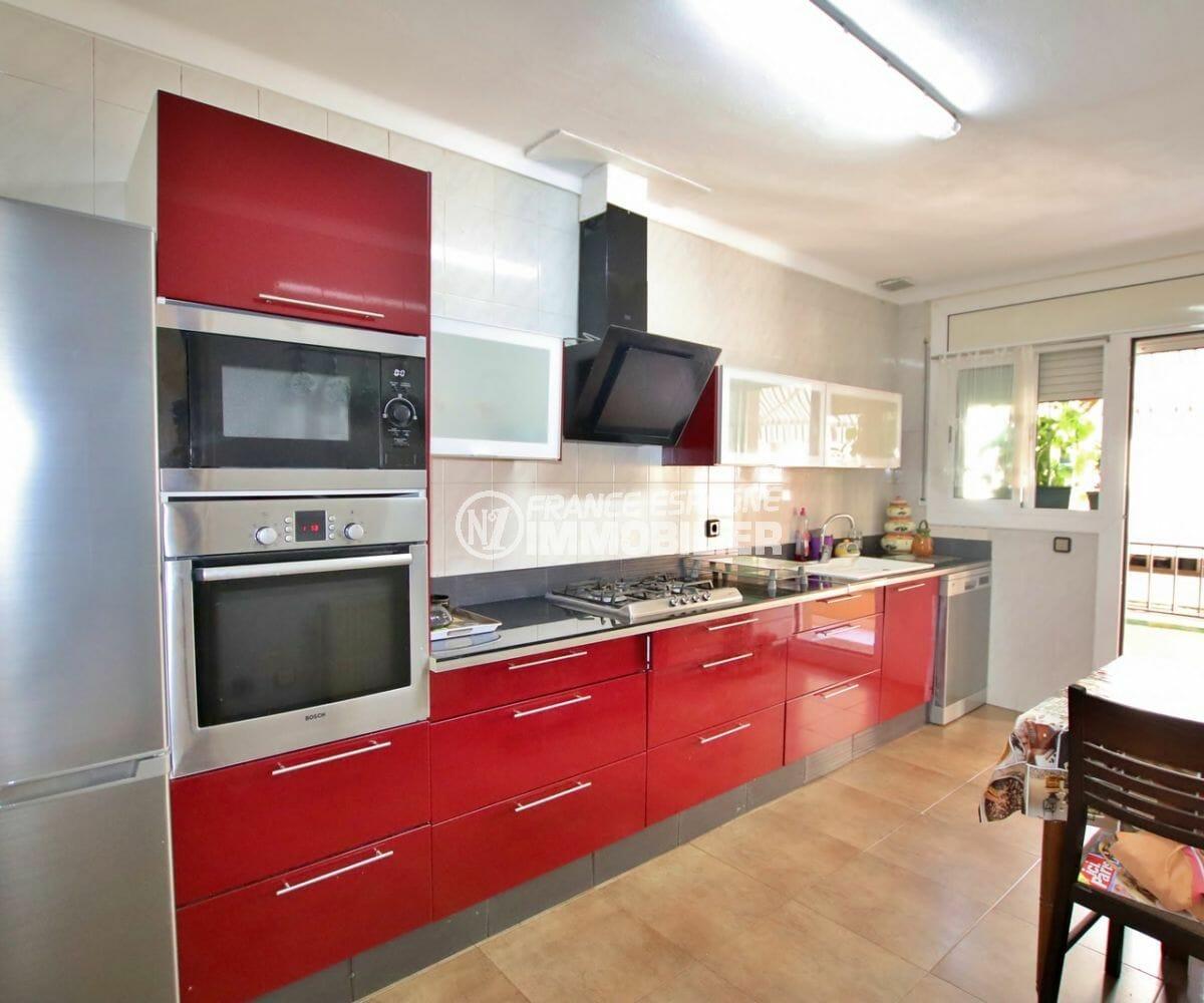 immo roses: appartement 121 m², cuisine indépendante avec accès terrasse
