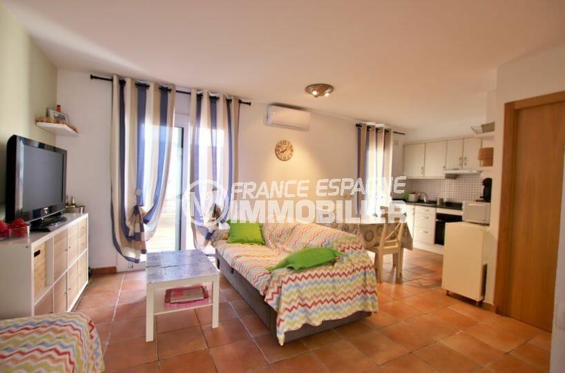 agence immobilière costa brava: villa 82 m², salon / séjour avec cuisine ouverte