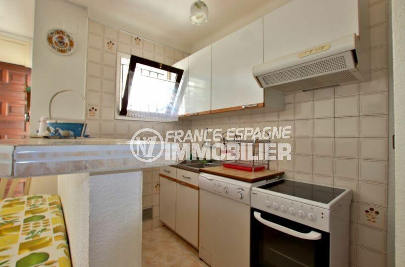 immo empuriabrava: villa 60 m², aperçu de la cuisine ouverte sur le salon