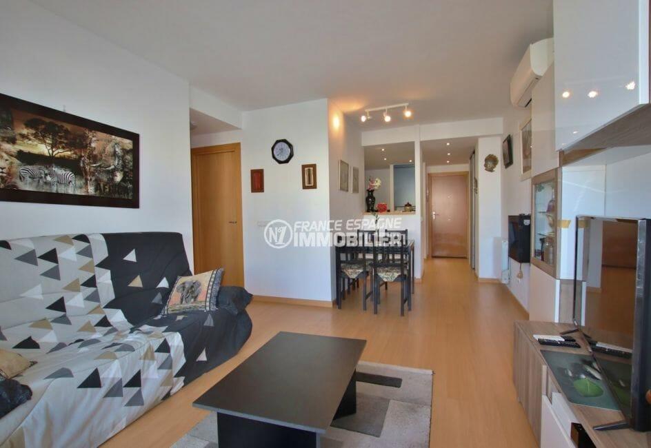 agence immobilière costa brava: appartement 60 m², salon / séjour avec cuisine semi ouverte