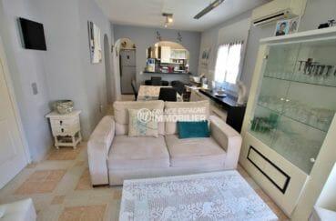 agence immobilière costa brava: villa 81 m², salon / séjour avec des rangements
