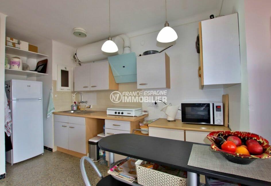 agence immobilière costa brava: appartement 54 m², cuisine équipée ouverte sur le salon / séjour