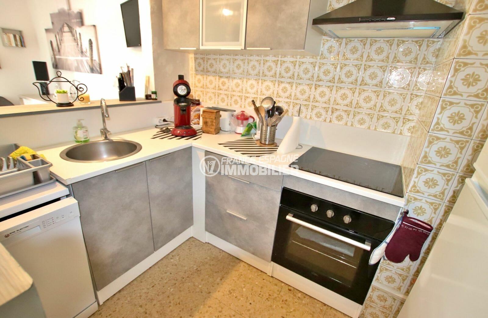 agence immobilière costa brava: appartement 51 m², cuisine fonctionnelle et équipée