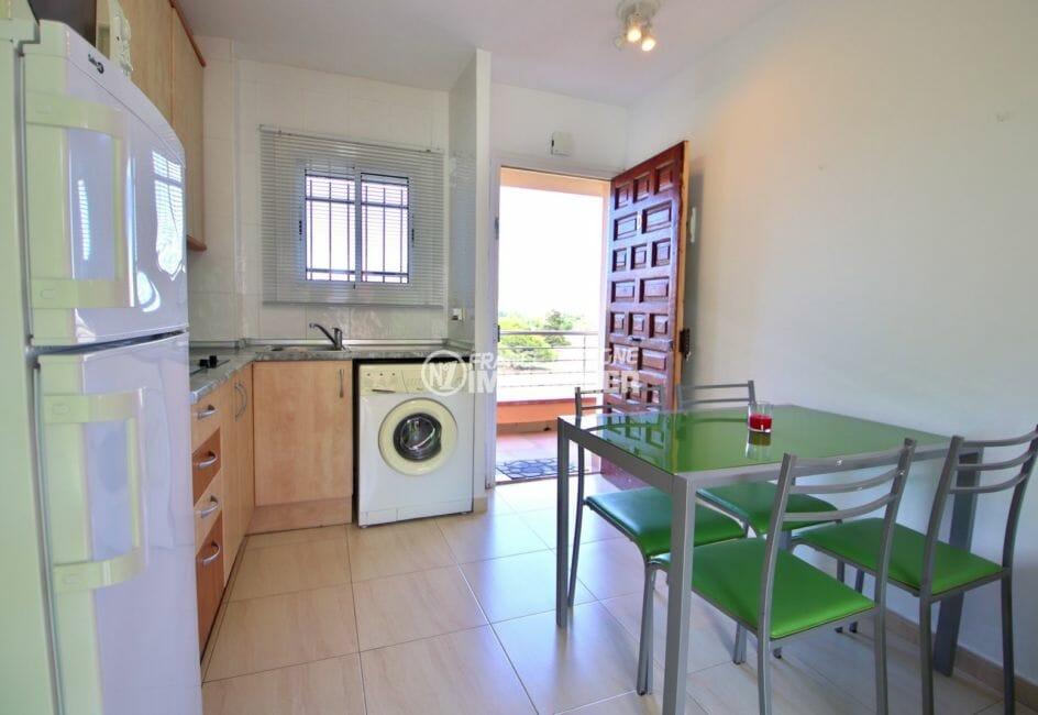 agence immobilière costa brava: appartement 38 m², cuisine ouverte sur le salon / séjour