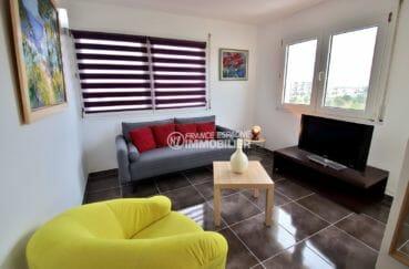roses espagne: appartement 53 m², salon / séjour lumineux accès terrasse
