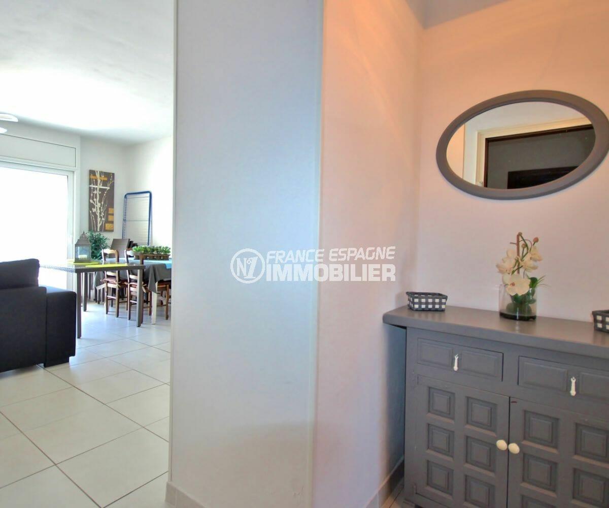 achat appartement empuriabrava, proche plage, vue sur le couloir qui dessert les autres pièces