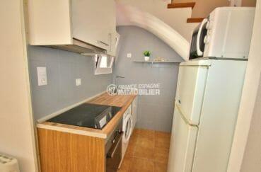 agence immobilière roses: villa 57 m², coin cuisine équipée et fonctionnelle