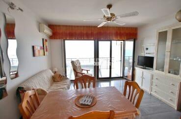 agence immobilière costa brava: appartement 48 m², salon / séjour avec des rangements