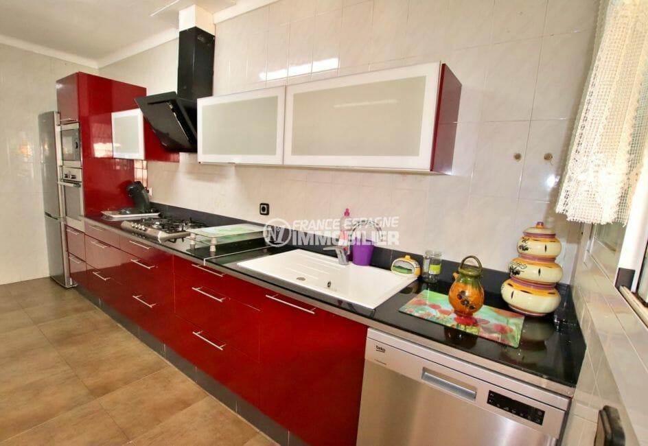agence immobiliere costa brava: appartement 121 m², cuisine indépendante équipée