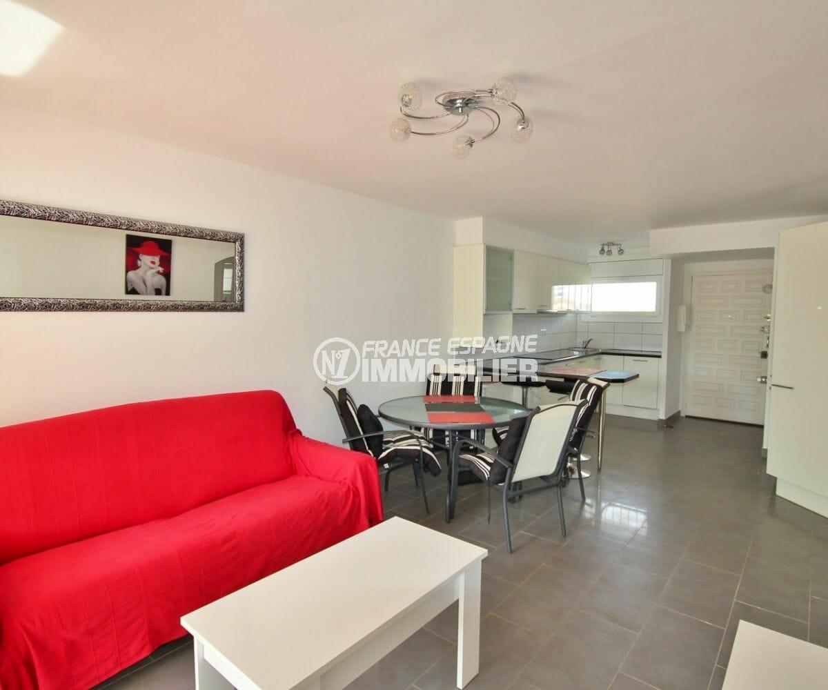 achat appartement empuriabrava, proche plage, cuisine américaine ouverte sur salon / séjour