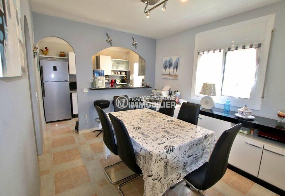 maison à vendre empuriabrava, appartement indépendant, coin repas avec cuisine semi ouverte
