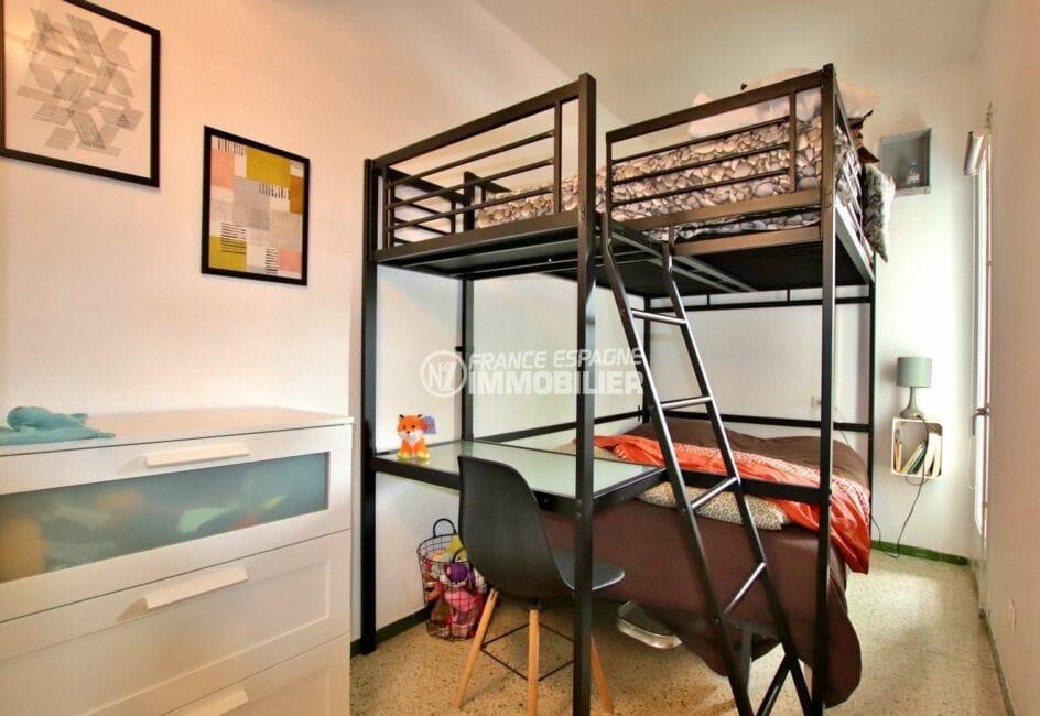 appartements a vendre costa brava, secteur calme, chambre lits doubles superposés et bureau