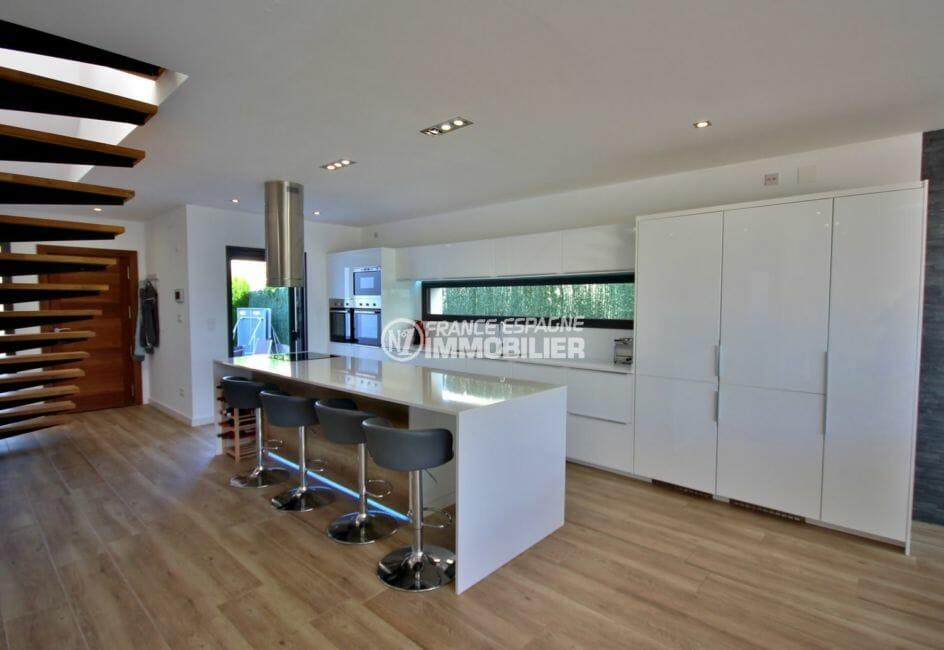 maison à vendre empuriabrava, piscine, cuisine américaine ouverte sur le salon / séjour