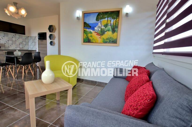 agence immobiliere roses: appartement garage, salon / séjour avec cuisine ouverte