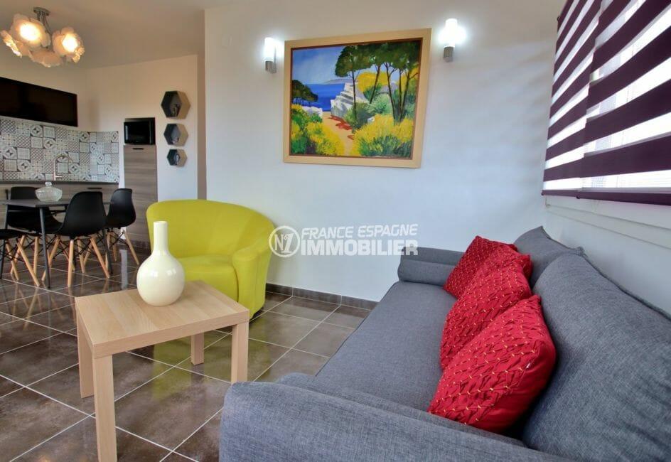 agence immobiliere roses: appartement 53 m², cuisine américaine ouverte sur le séjour