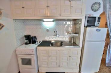 vente appartement empuriabrava, proche plage, coin cuisine équipée avec rangements