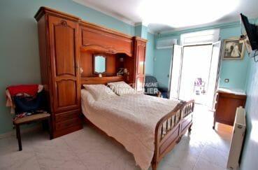 agence immobilière costa brava: appartement spacieux, première chambre lit double accès terrasse