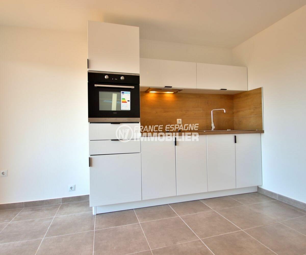 agence immobilière costa brava: appartement 34 m², coin cuisine équipée et fonctionnelle