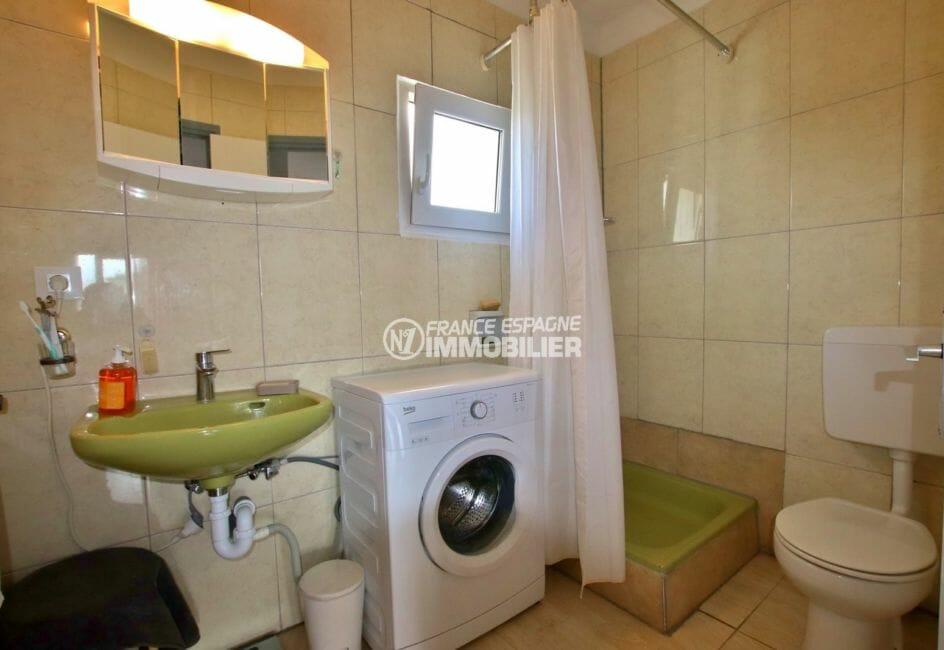 appartement a vendre a rosas, parking, salle d'eau avec vasque, lavabo et wc