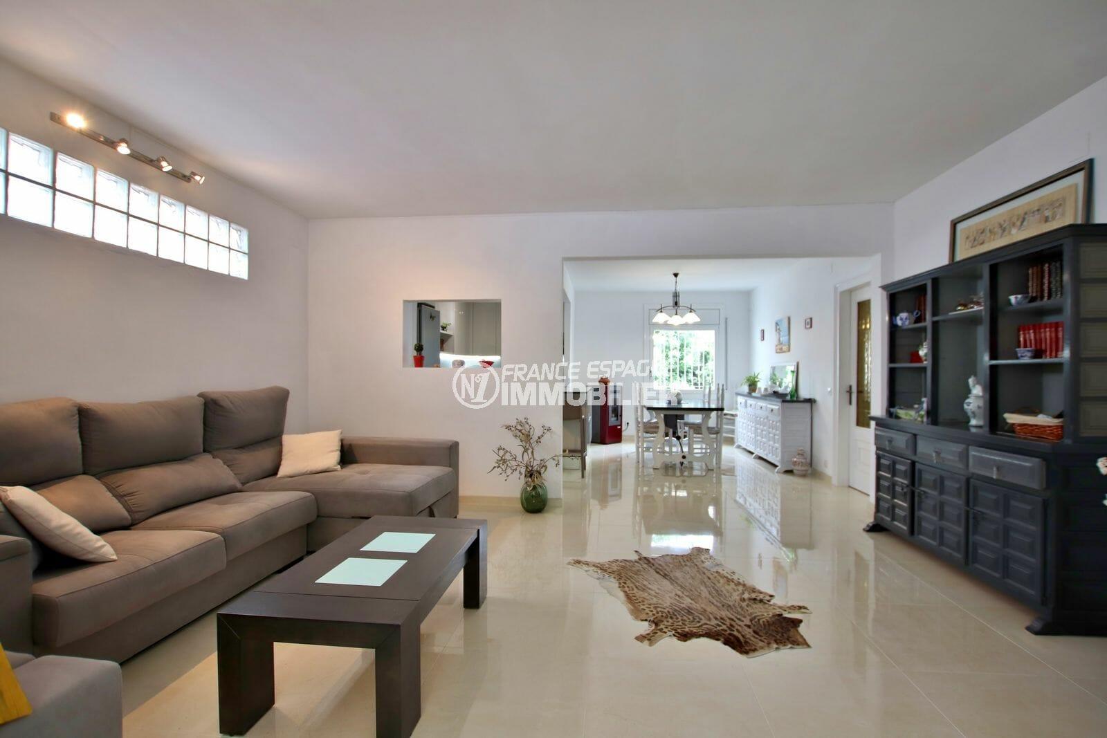 acheter maison empuriabrava, garage, salon / séjour avec cuisine ouverte