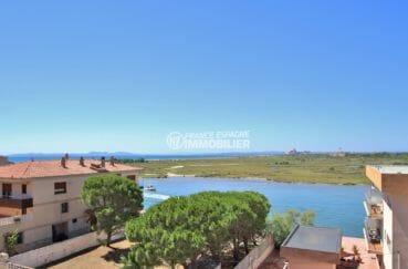 agence immobilière roses: studio tennis, magnifique vue depuis la terrasse accès salon