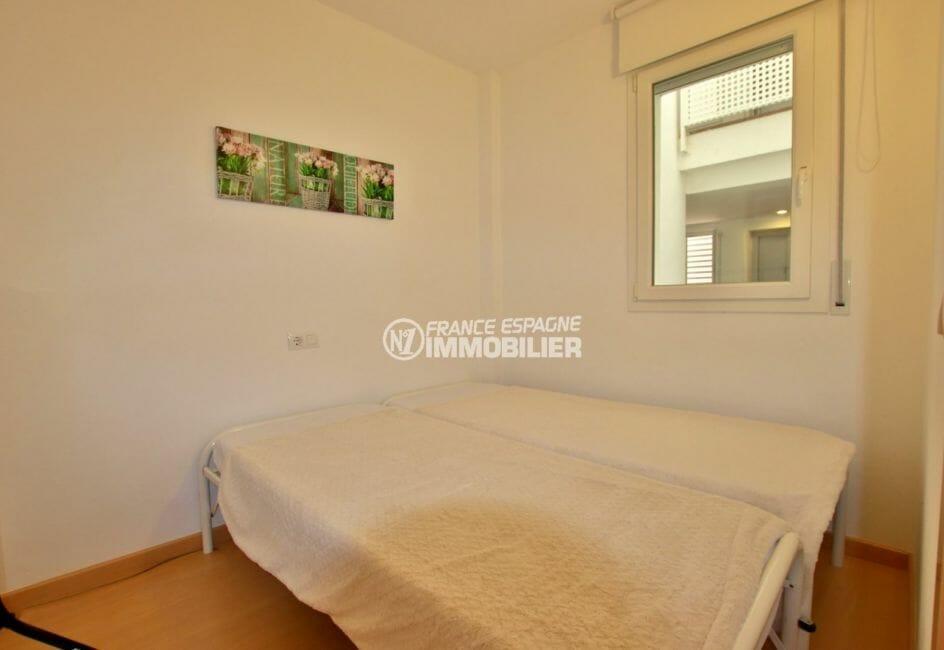appartement a vendre a rosas, vue marina, deuxième chambre avec lit double