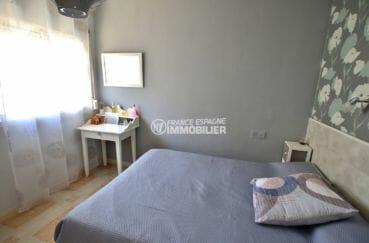 acheter maison empuriabrava, proche commerces, première chambre lumineuse avec lit double