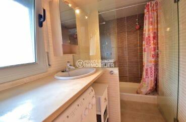 appartements a vendre a rosas, 63 m², salle d'eau avec douche, vasque et wc