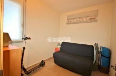 appartements a vendre a rosas, cave et parking, deuxième chambre avec canapé convertible