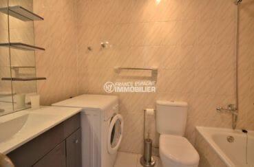 agence immobilière costa brava: appartement 53 m², salle de bains avec baignoire, vasque et wc