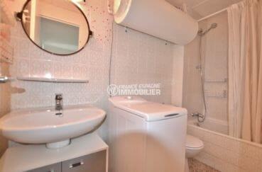 achat appartement empuriabrava, 33 m², salle de bains avec baignoire, vasque et wc