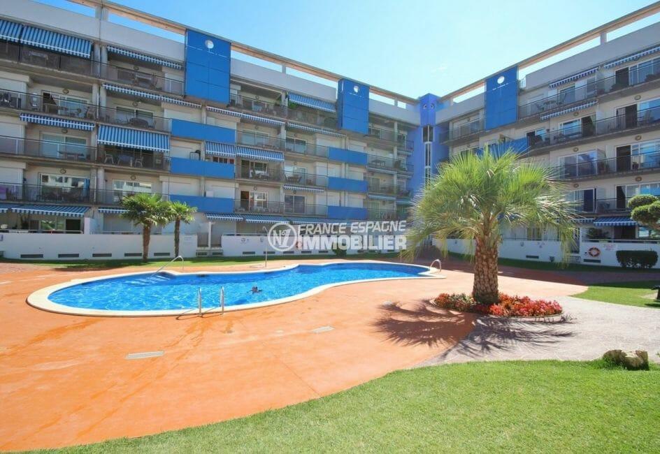 agence immobiliere costa brava: appartement 55 m², vue sur la piscine communautaire