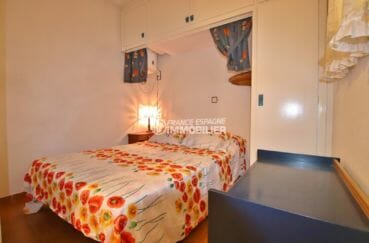 achat appartement rosas, vue mer, chambre avec lit double et rangements