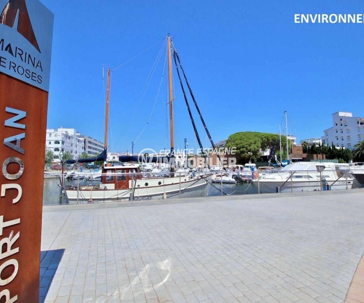 port de plaisance à proximité
